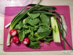 salata cu frunze de ridichi si hering picant1