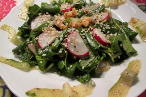 Salata cu frunze de ridichi si hering picant