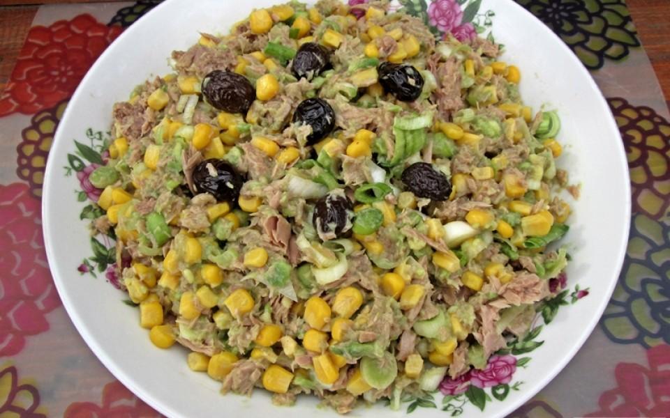 http://laeliana.ro/wp-content/uploads/2016/02/salata-de-ton-cu-praz-si-avocado2-960x600_c.jpg