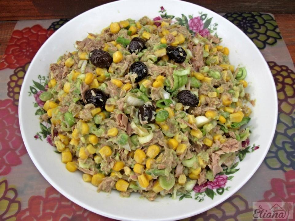 https://laeliana.ro/wp-content/uploads/2016/02/salata-de-ton-cu-praz-si-avocado2-960x720_c.jpg